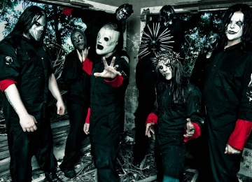 Вокалист Slipknot выкинул телефон фаната