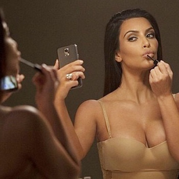Ким Кардашьян делает 1500 селфи в день