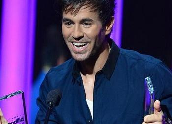 Энрике Иглесиас унес сразу 5 статуэток с премии Latin American Music Awards