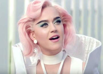 Кэти Перри перекрасилась в розовый цвет