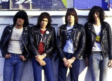 Ramones переиздают дебютный альбом сорокалетней давности