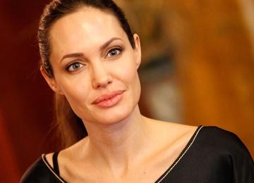 Актриса Анжелина Джоли вновь выходит замуж