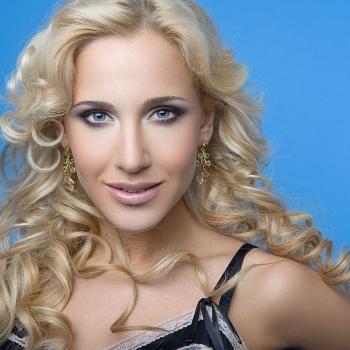 Певица Юлия Ковальчук  призывает женщин к естественности