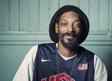 Snoop Dogg в новом клипе высмеял коллегу