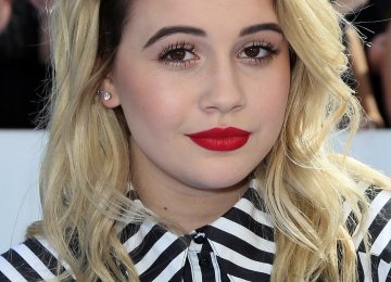 Певица Беа Миллер презентовала второй клип за две недели