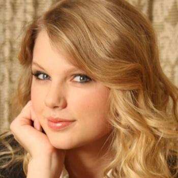 Тейлор Свифт презентовала новый альбом у себя дома
