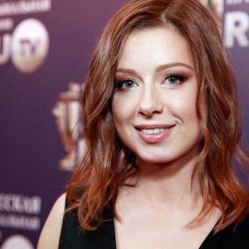 Певицу Юлию Савичеву поздравляют с рождением дочери
