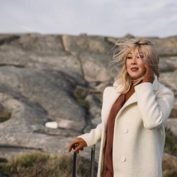 В честь юбилея своей творческой карьеры Анита Цой представит новую версию хита «Сумасшедшее счастье»