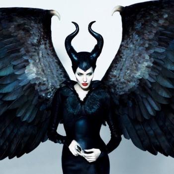 Мачете, смирительная рубашка и тыква с зубами: как Анджелина Джоли готовится к Хэллоуину