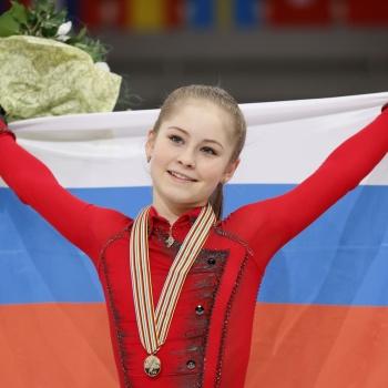 Юлия Липницкая после ухода из большого спорта осваивает новую профессиию