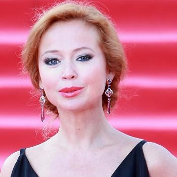 Беременная Елена Захарова посетила студенческий капустник