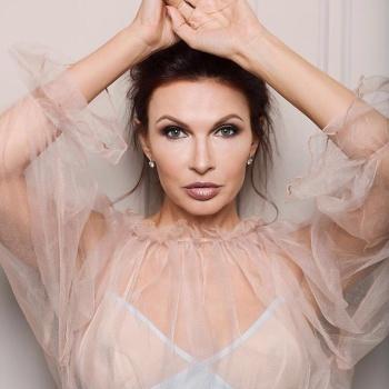 Эвелина Бледанс вышла в свет с новым возлюбленным