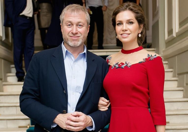 Даша Жукова в компании знаменитостей повеселилась на вечеринке