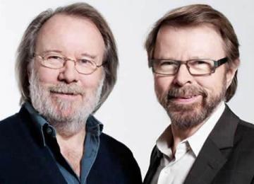 В честь основателей ABBA установили музыкальную скамейку