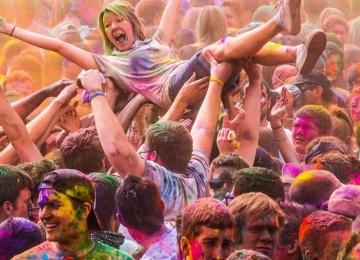 Чего больше на Holi Music Fest – красок или музыки?