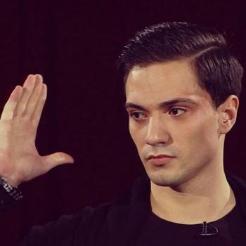 Денис Высоцкий из «Битвы экстрасенсов» сделал предложение возлюбленной