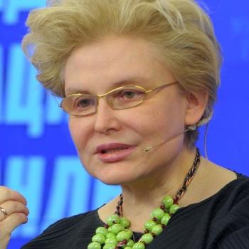 Телеведущая Елена Малышева испортила себя ботоксом