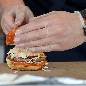 Реклама бургеров стала причиной скандала в Twitter