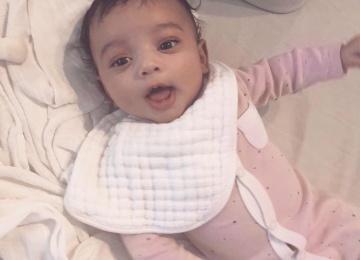Наконец-то без ретуши! Ким Кардашьян показала новорожденную дочь