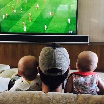 Энрике Иглесиас приучает детей к спорту