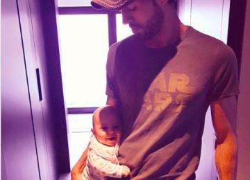 Фото Иглесиаса с ребенком умилило пользователей Сети