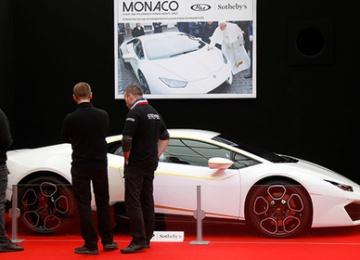 Папа Римский продает свой Lamborghini