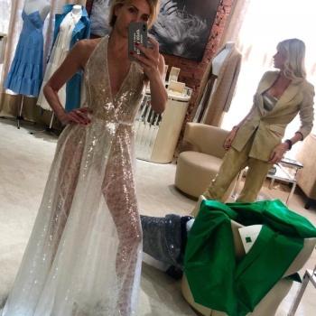 Светлана Бондарчук удивила фанатов шикарной фигурой в прозрачном платье