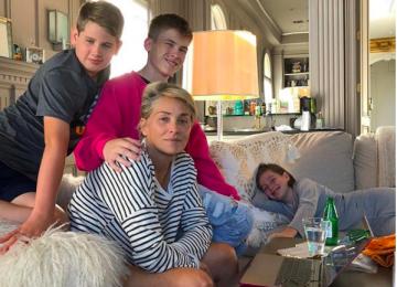 Шэрон Стоун показала трогательное фото с сыновьями