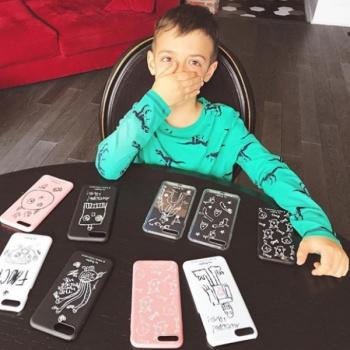 Вышла коллекция чехлов на мобильные телефоны с рисунками сына Водонаевой