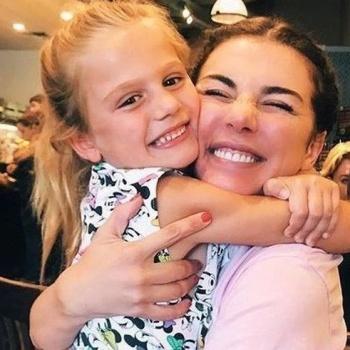 Бывшая свекровь Седоковой рассказала, как Анна бросала дочь
