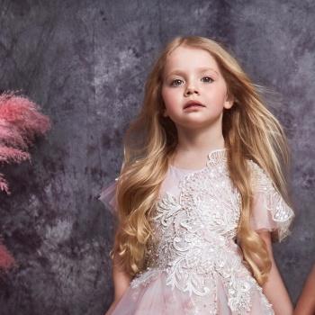 Лиза Галкина придумала, как из цветов делать платья